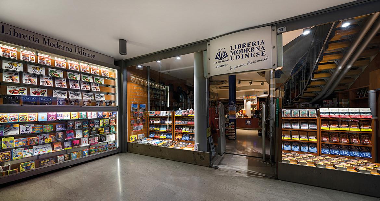 Libreria Moderna Udinese - Vista notturne dell'ingresso
