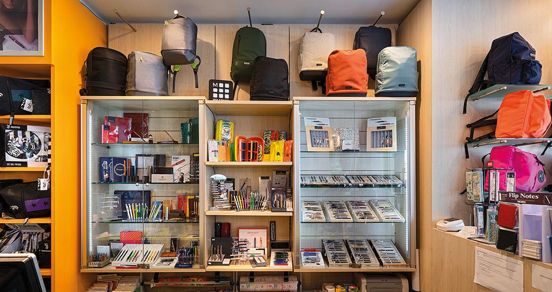 Libreria Manzoni San Donà di Piave - Articoli Regalo scaffali